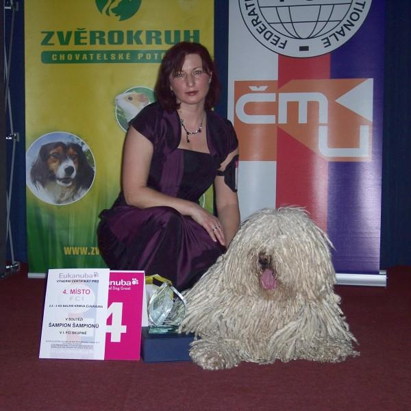 jedna z fotografií z pódia po předání ceny
