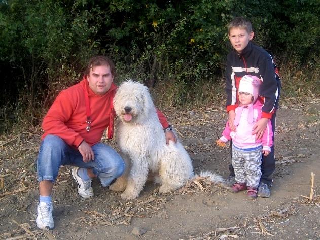 """""""Kerbík"""" na procházce se svou rodinou"""